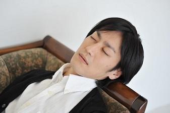 休憩時間には5分でも10分でも寝る