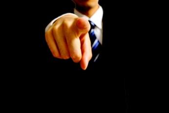 パワハラ上司が会社で権力を持つ理由【会社がパワハラに味方する】